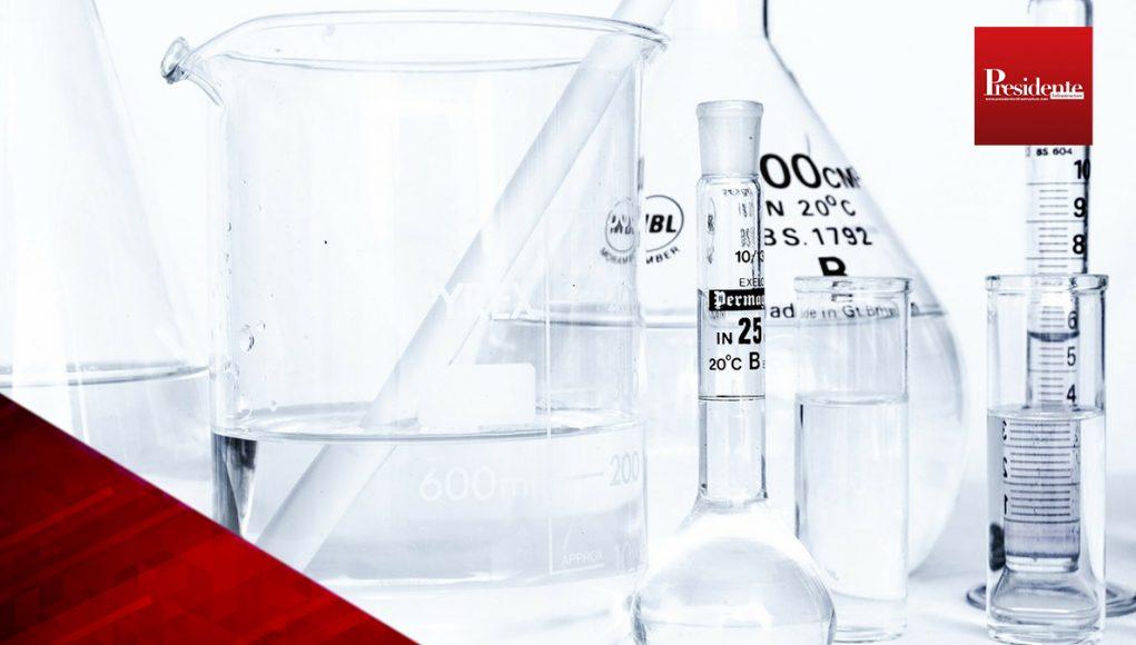 """Vacuna de AstraZeneca contra COVID-19 necesita un """"estudio adicional"""""""